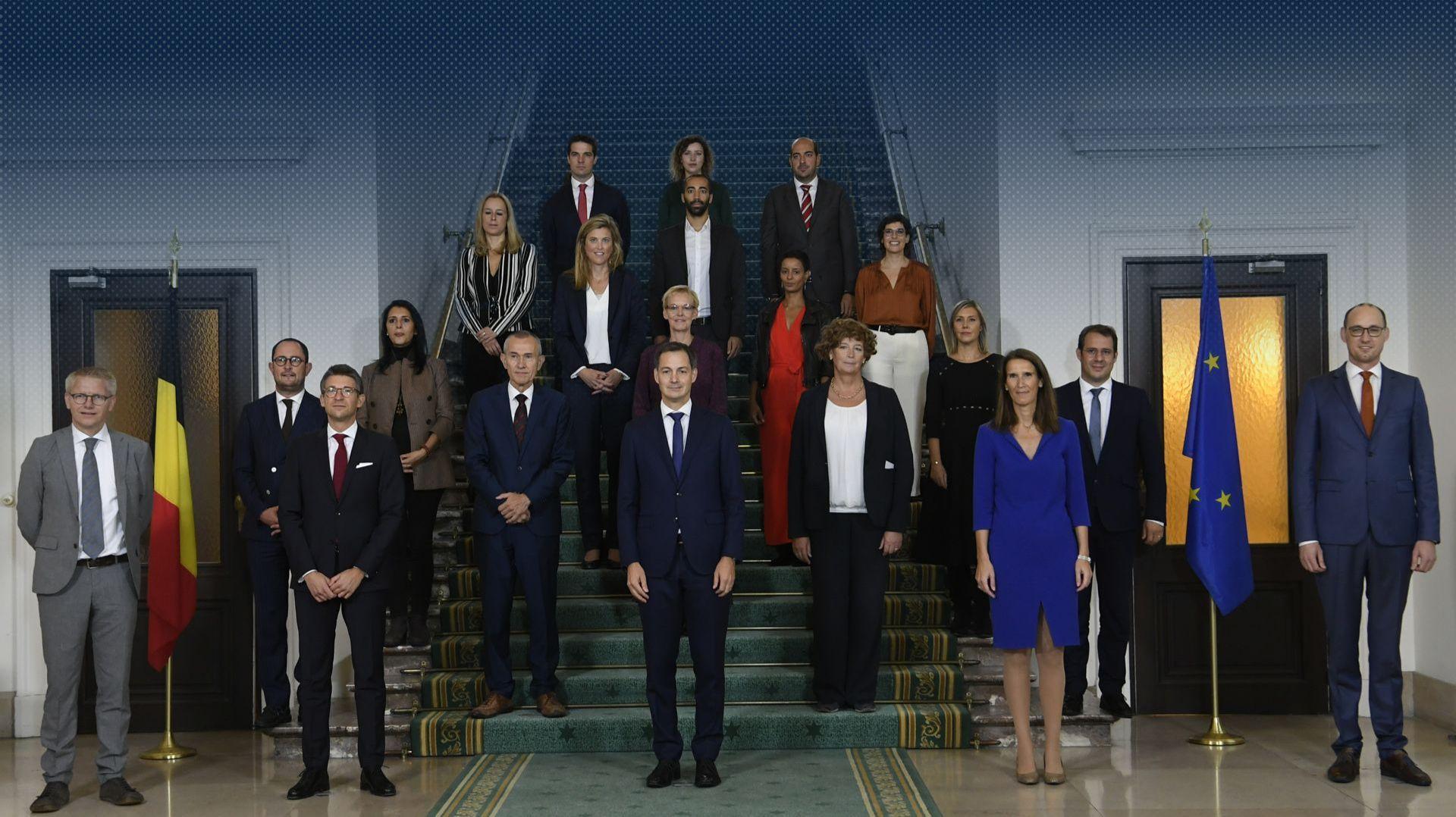 Les Nouveaux Ministres Du Nouveau Gouvernement Belge Ont Prete Serment Ce Matin Chez Le Roi Voici Leurs Noms Et Fonctions